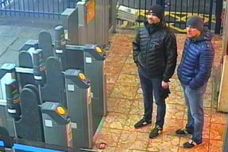 Петров и Боширов в Солсбери, кадр с камер наружного наблюдения.