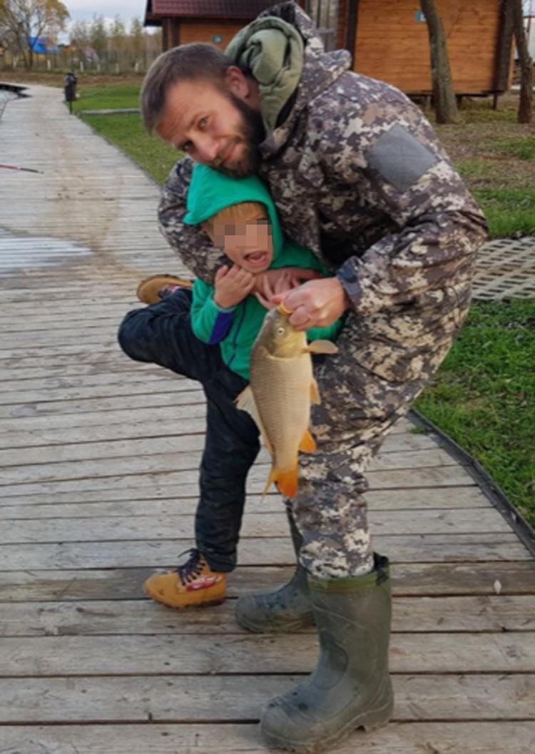 На эту рыбалку Артему Яцевичу пришлось забирать сына у матери с полицией. Фото: из семейного архива
