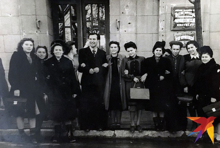Снимок сделан 15 декабря 1952 года. Коллектив Пятигорского фарминститута.