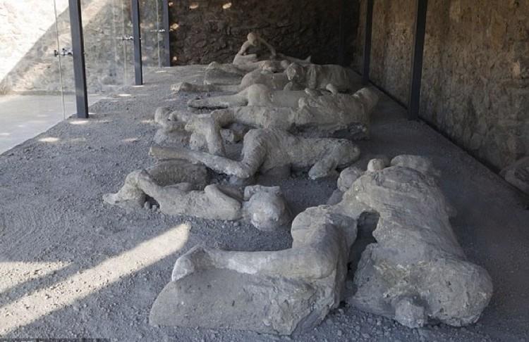 Пытавшиеся отсидеться в домах и подвала жители Помпеи сгорели в раскаленном газу.