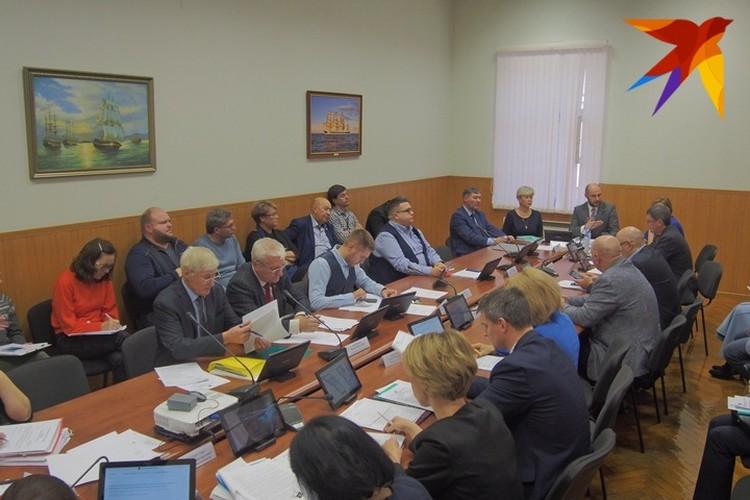 """Мурманские парламентарии вынесут ситуацию с """"урезанными квотами"""" на правительственный час."""