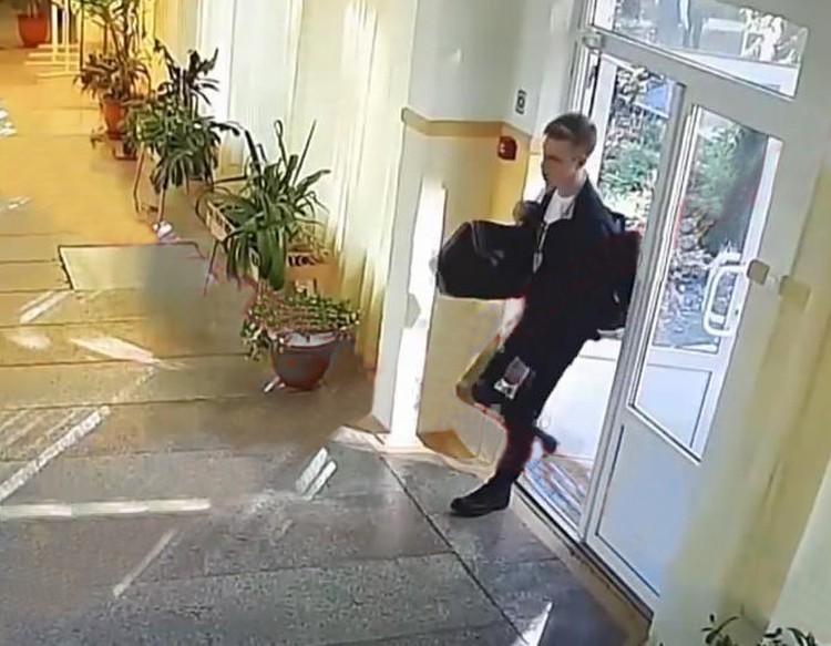В колледж Влад пришел с рюкзаком и большой сумкой, в которой были боеприпасы. Внутрь он проскользнул через задний ход. Его никто не охранял. Фото: Вести-Крым