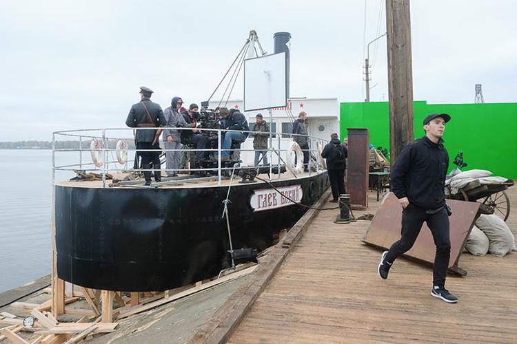 Корабль и здание НКВД «построили» специально для картины.