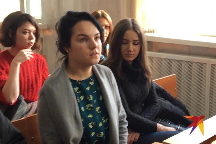 Маргарита, лишившаяся кистей рук, в зале суда.
