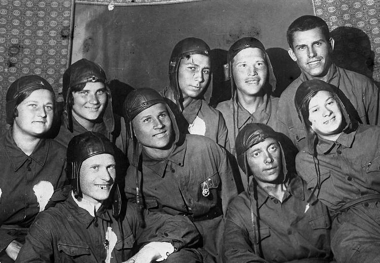 Комсомольцы-метростроевцы в 1936 году, Москва.