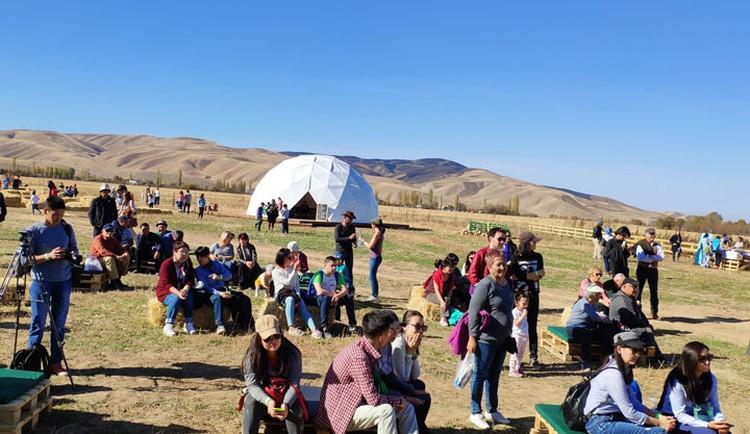 На экоферме принимали гостей с утра и до вечера. По подсчетам организаторов, фестиваль посетили около 300 человек.