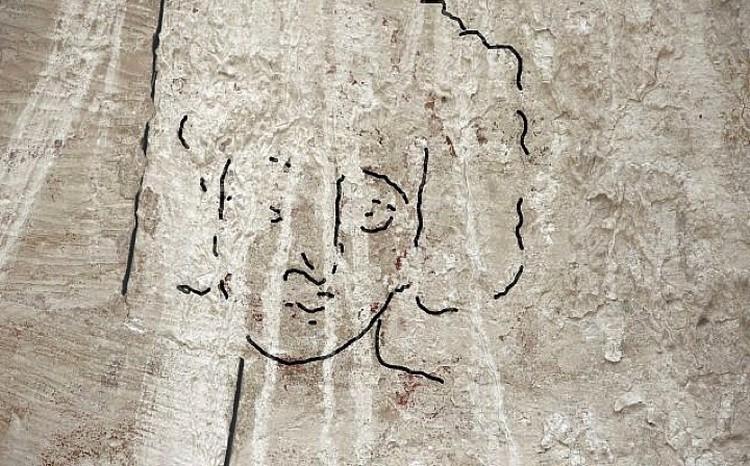 Археологи уверяют, что на куполе- Иисус. Линии - условные.