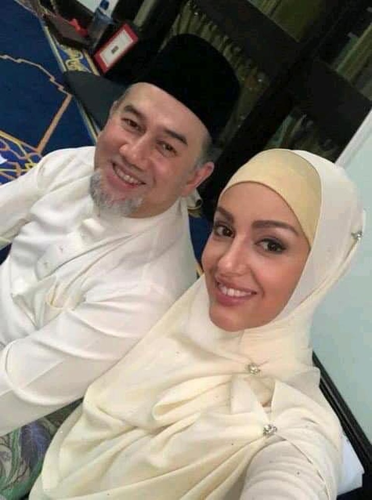 "Обладательница титула ""Мисс Москва 2015"" Оксана Воеводина приняла ислам. На фото - бывшая модель со своим супругом."