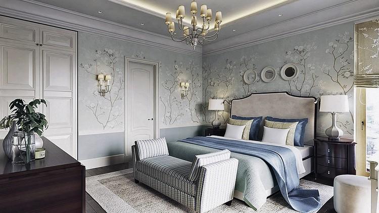 В хозяйской спальне стоит двуспальная кровать, к которой примыкает банкетка. Остальной мебели - по минимуму. ФОТО: estee-design.ru