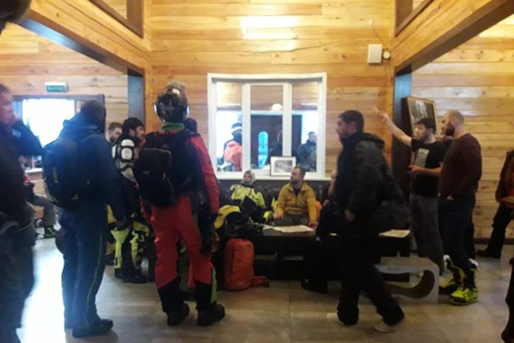 Сбор добровольцев на поиски потерявшихся снегоходчиков