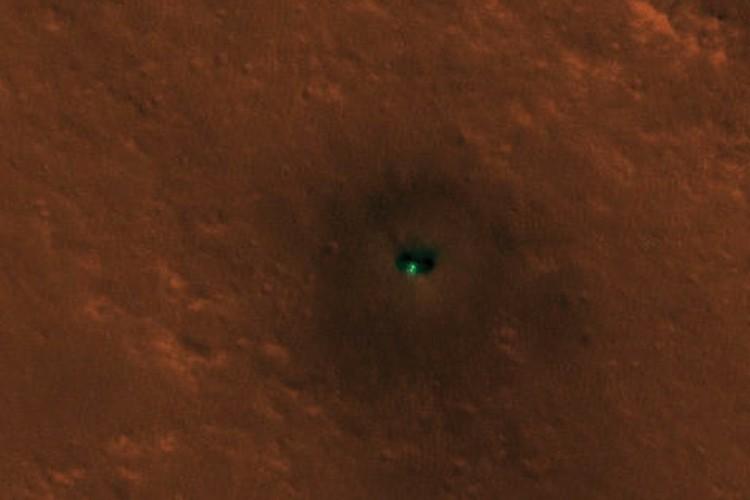 """""""Бабочка"""" севшего на Марс аппарата InSight."""