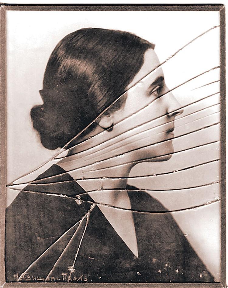 Сталин всю жизнь хранил это фото Надежды под разбитым стеклом. Фото из книги.