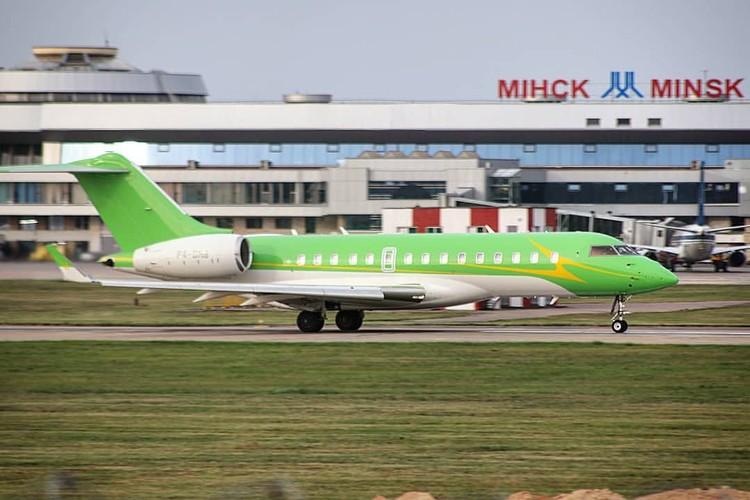 В последние годы ярко-салатовый самолет Гуцериева часто видят в Минске. Фото: picluck.net.