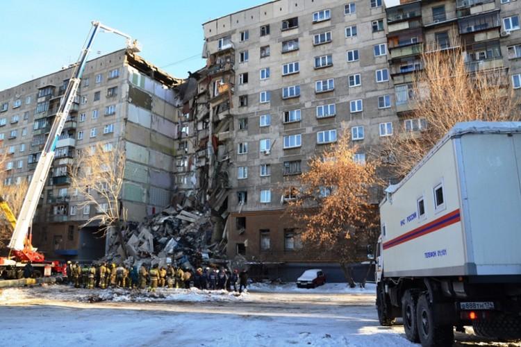 На месте работают почти 1 500 сотрудников экстренных служб. Фото: ГУ МЧС по Челябинской области