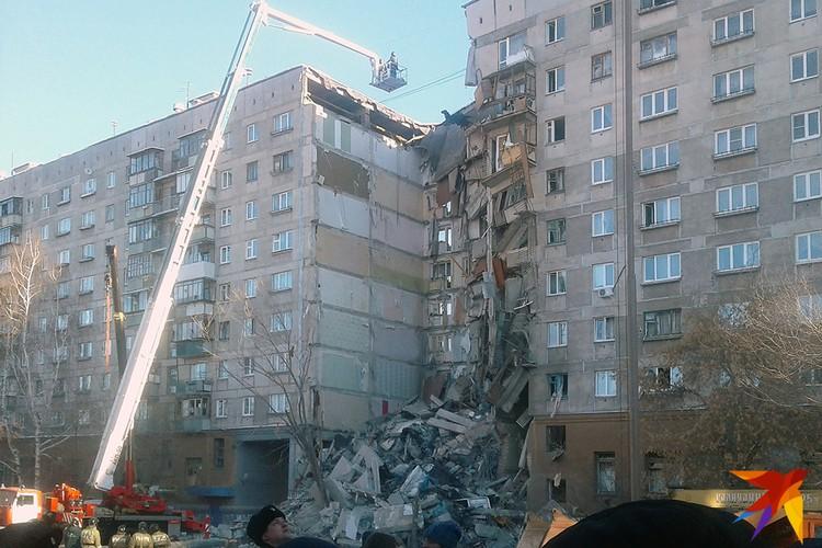 Работы на месте завалов продолжаются уже больше 13 часов.