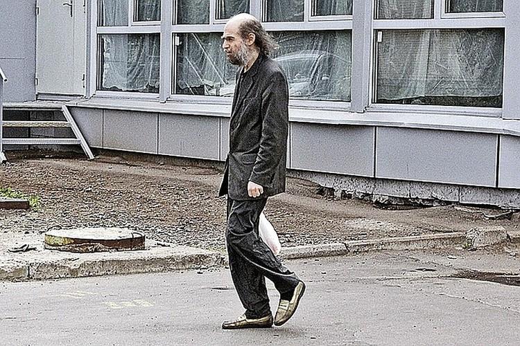 Математик уже год ходит в стоптанных туфлях