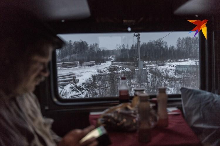 Поезд подъезжает к Таёжному