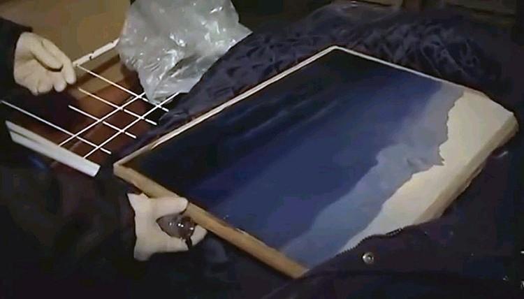 К счастью, картина не пострадала. Подозреваемый спрятал её неподалеку, на стройплощадке жилого дома.