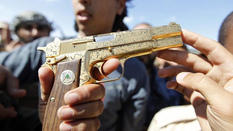 Золотой пистолет Каддафи из которого он и был убит