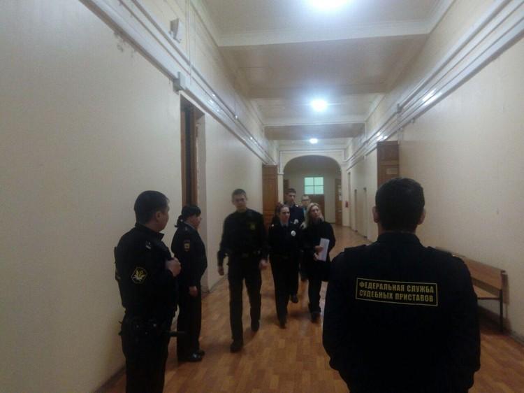 Елену Салееву доставили в суд под конвоем