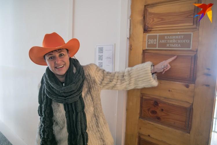Кабинет, где Эллина учила английский, который ей очень пригодился.