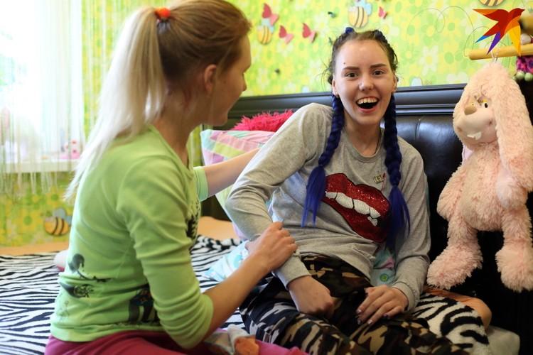 Кате помогает старшая сестра Ангелина