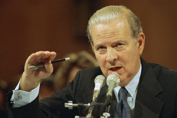 Госсекретарь США Джеймс Бейкер, 1992 год.