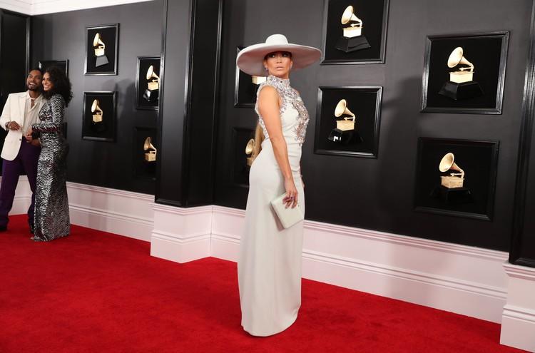 Дженнифер Лопес в расшитом камнями платье от Ralph And Russo.