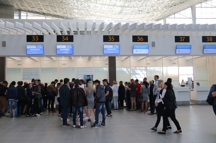 Объем ранних продаж авиабилетов в Крым вырос на 37%.