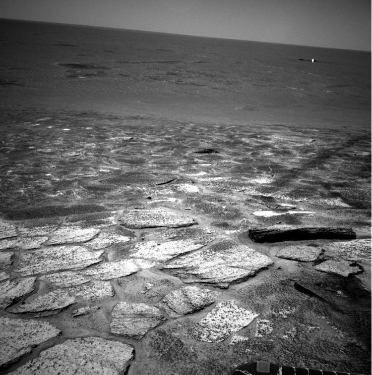Объект, похожий на бревно: снимок с Марса.