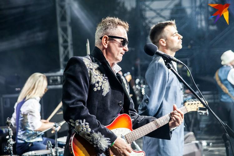Гитарист Сергей Горбацкий на сцене привлекает внимание не только пассажами на инструменте, но и экспрессией. Фото: Фото: Анастасия Филипенко (предоставлено ансамблем)