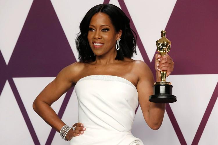 Оскар за лучшую женскую роль второго плана достался Реджине Кинг.