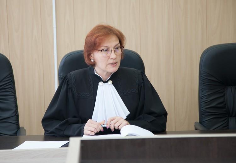 Судья Наталья Симонова решила, что опрашивать потерпевших будут за закрытыми дверями.
