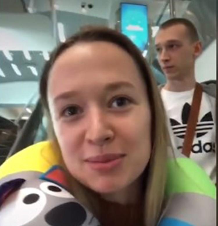 Катя и Саша Поляковы перед посадкой в Боинг авиакомпании Ethiopian.
