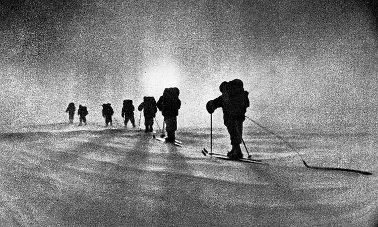 Впервые в истории люди решили дойти на лыжах от материка до Северного полюса. Фото: Архив клуба «Приключение» Дмитрия Шпаро
