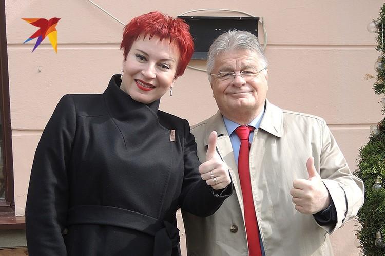 """Дарья Асламова с другом, знаменитым сербским писателем Деяном Лучичем, написавшим книгу """"Китайская месть""""."""