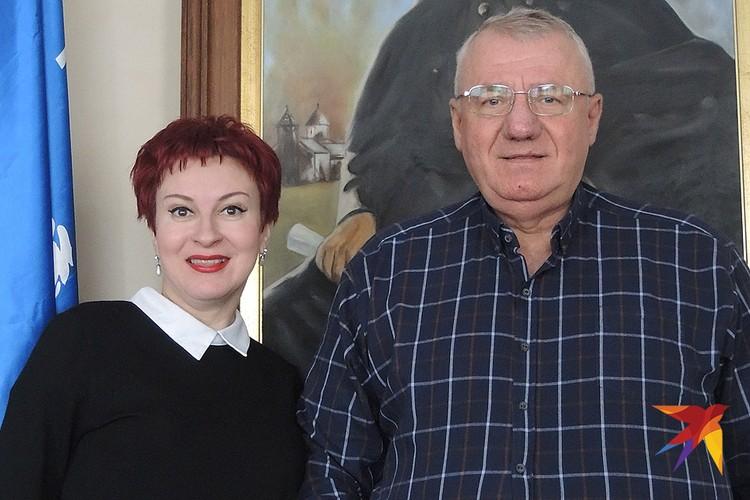 Дарья Асламова с узником Гаагского трибунала легендарным Воиславом Шешелем.