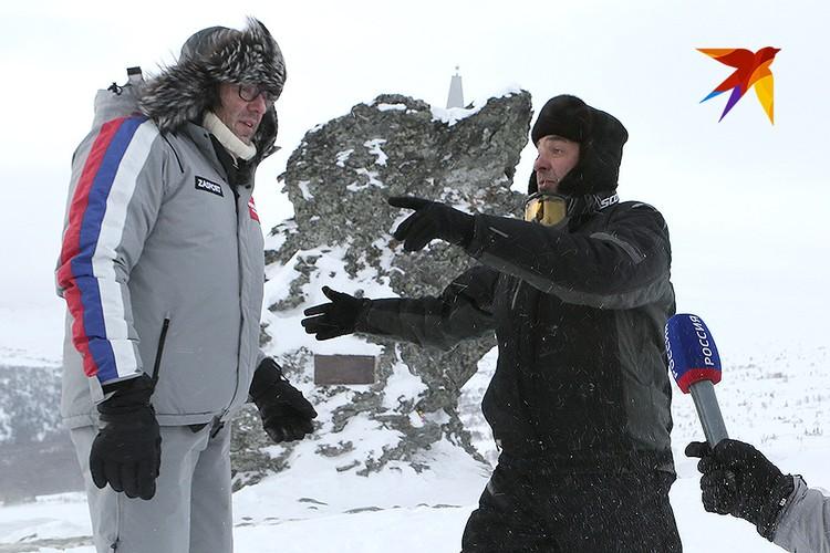 Андрей Малахов беседует с писателем Николаем Андреевым - главным специалистом по тайне перевала.