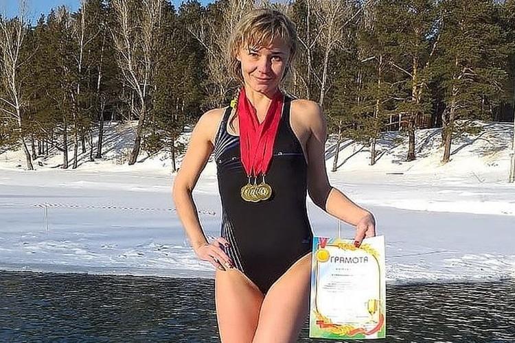Учительница Татьяна Кувшинникова занимается зимним плаванием