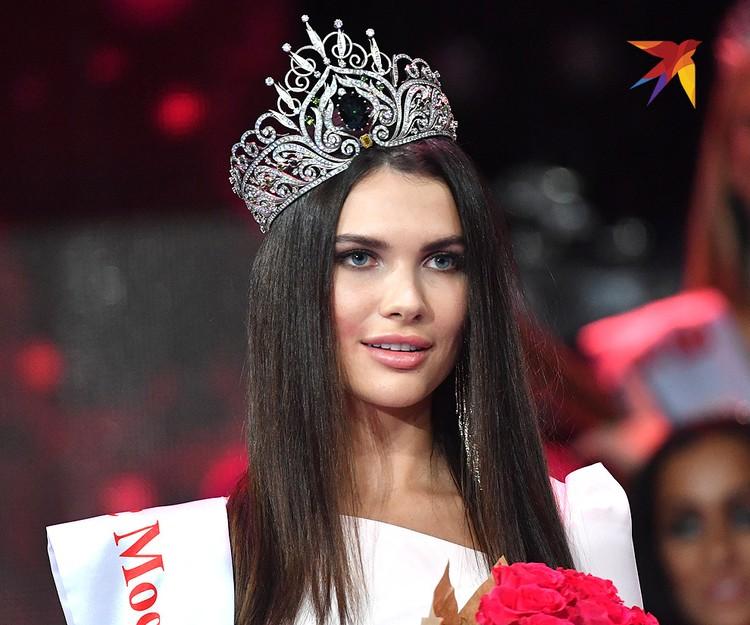 """Алеся Семеренко в короне обладательницы титула """"Мисс Москва""""."""
