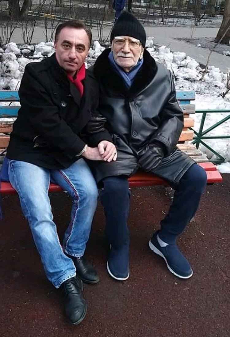 Армен Борисович Джигарханян и его друг Артур Согомонян. Фото АРМЕН ДЖИГАРХАНЯН (официальная группа) Facebook
