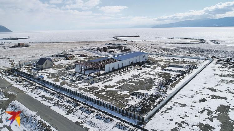 Строительство китайского завода в Култуке вроде бы остановлено, но фактически продолжается. Фото: Анатолий АРХИПЕНКО