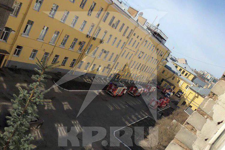 Первое фото с места взрыва на территории Военно-космической академии в Петербурге.
