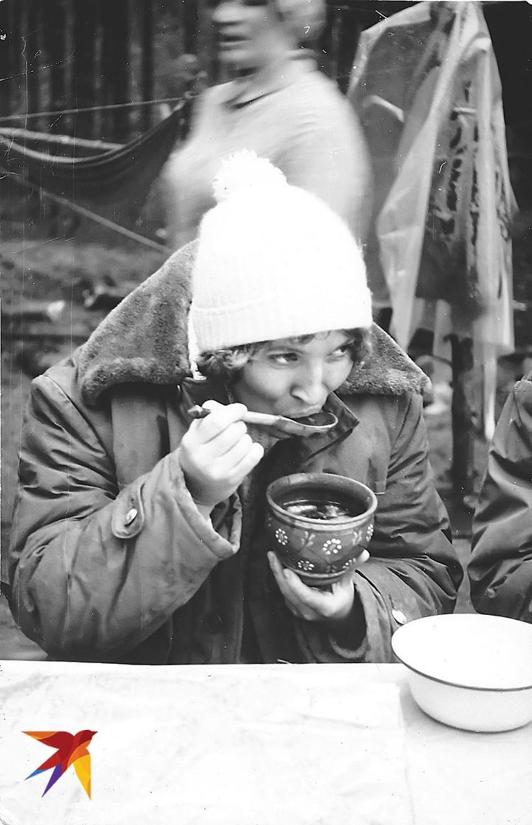 В туристическом походе, 1975 год. Фото: из личного архива В. Матвиенко. Предоставлено специально для «КП». Публикуется впервые.