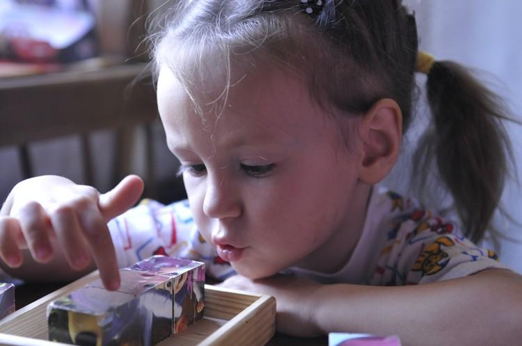Каждый день, играя, ребенок должен создавать свой мультик - именно это по-настоящему развивает ребенка.