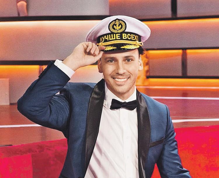 Максим стал настоящим капитаном семейного корабля.