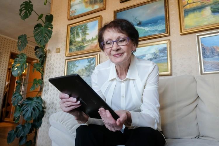 Нина Васильевна активно пользуется гаджетами и имеет странички со всех соцсетях.