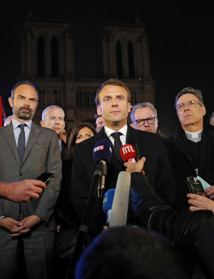 На место происшествия прибыл президент Франции Эмманюэль Макрон