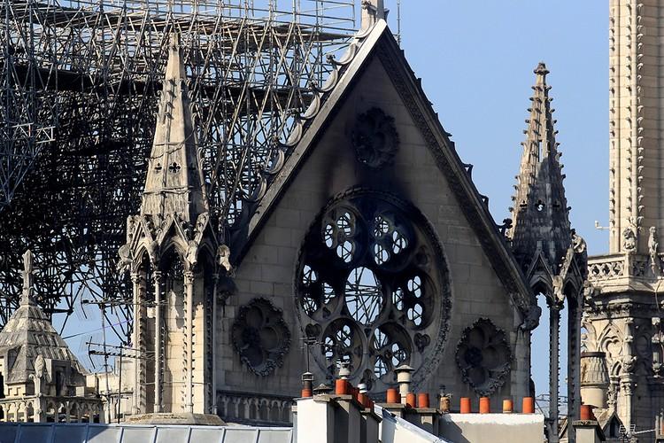 Последствия пожара в Норт-Дам-де-Пари.