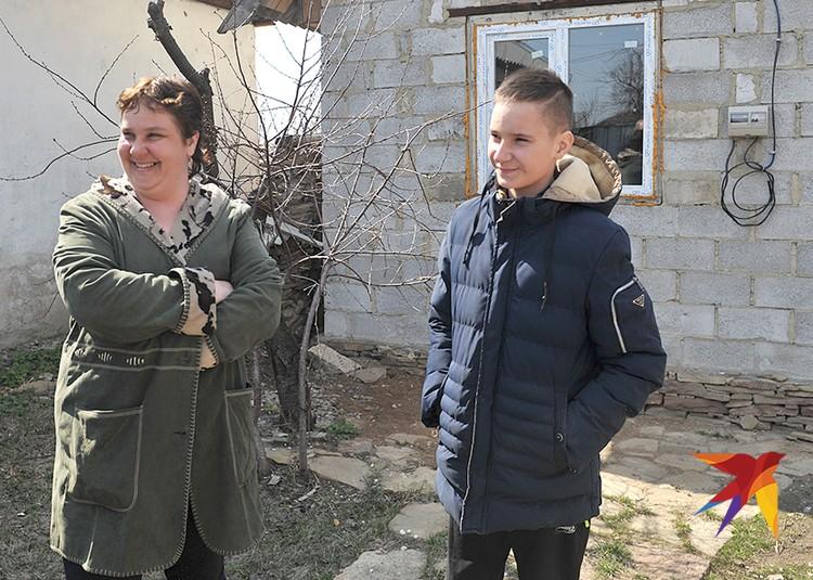 Оксана и Никита Пискуновы вернулись в Никишино через несколько месяцев после освобождения села.